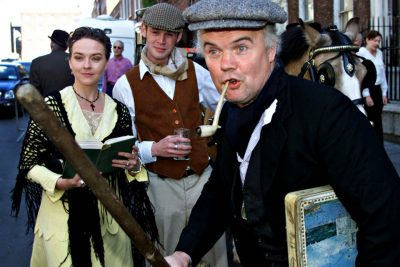 """Actors Suzanne Callaghan (L) Mahon Kelly and Jim Corcoran (R) perform a 'Ulyses' chapter to celebrate Bloomsday in Dublin's city centre, June 16. Thousands of Dubliners turned out to celebrate the city's most famous author on 'Bloomsday' named after Leopold Bloom, the central character of James Joyce's 1922 novel """"Ulysses"""", which centres on the single day, June 16 of 1904 in Dublin.    FP/AA - RTR5DK5"""