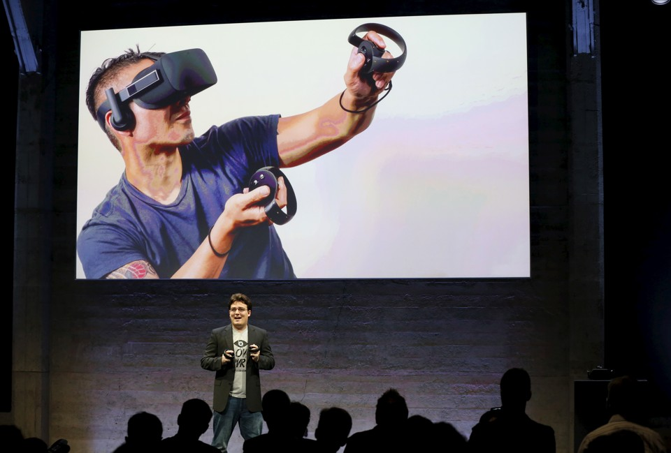 Oculus Founder Palmer Luckey displays an Oculus Touch input during an event in San Francisco, California June 11, 2015. Virtual reality company Oculus held the news conference ahead of the release of its consumer version of its head-mounted display.  REUTERS/Robert Galbraith      TPX IMAGES OF THE DAY      - RTX1G4QX